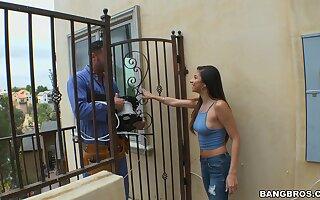 Emendate man gets his dick pleasured by unhealthy housewife Nina North