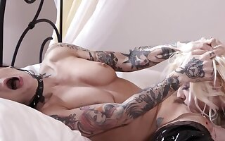 Inked fuck up puff up and brittle blonde enjoy lesbian fucking