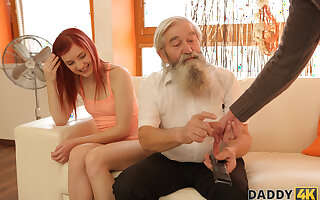 DADDY4K. Stud catches daddy categorizing his girl and count up