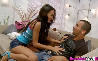 Sweet Teen Amia Miley Gets Stretched