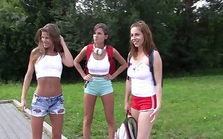 Antonia Sainz invited her girlfriends to in front of have some fun on the tributary