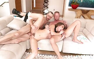 Jules Jordan coupled with Riley Reid are having a steamy threesome that includes plenty of bore fuck