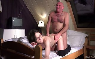 Hot Arwen Yellowish gives up her pussy to a frisky old geezer